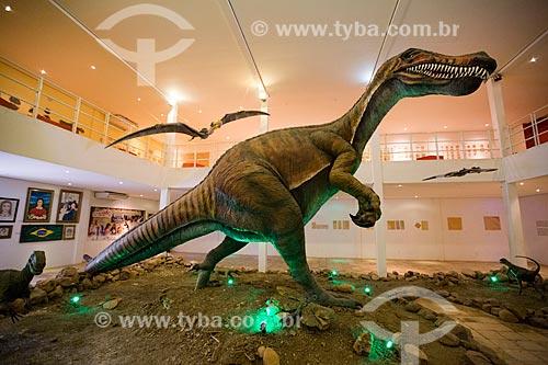Réplica do dinossauro Angaturama (Angaturama limai) - também conhecido como Irritator challengeri - e Pterossauro acima no Museu de Paleontologia da Universidade Regional do Cariri  - Santana do Cariri - Ceará (CE) - Brasil