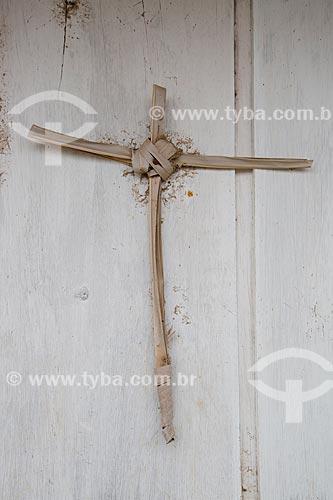 Cruz da palha de carnaúba - geralmente feita do ramo bento usado na festa religiosa de Domingo de Ramos  - Juazeiro do Norte - Ceará (CE) - Brasil