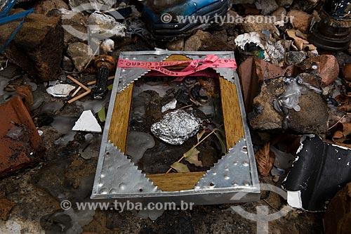 Detalhe de imagens religiosas quebradas na Colina do Horto  - Juazeiro do Norte - Ceará (CE) - Brasil