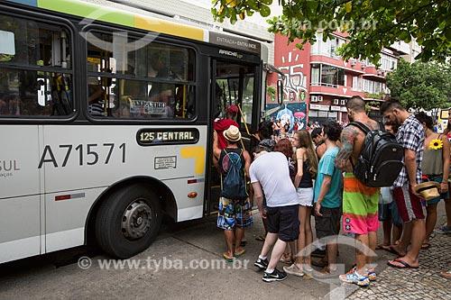 Passageiros embarcando em ônibus na Praça General Osório durante o carnaval  - Rio de Janeiro - Rio de Janeiro (RJ) - Brasil