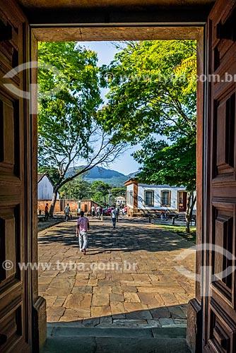 Vista da Rua da Cadeia com o Museu de Santana - antiga cadeia de Tiradentes - ao fundo a partir da Igreja de Nossa Senhora do Rosário dos Pretos  - Tiradentes - Minas Gerais - Brazil