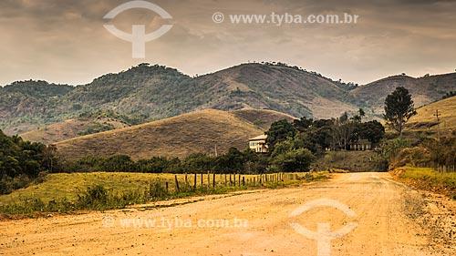 Fazenda na área rural da cidade de Santa Rita de Jacutinga  - Santa Rita de Jacutinga - Minas Gerais (MG) - Brasil
