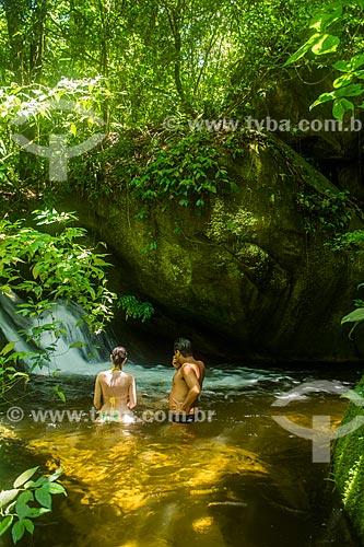 Casal no Poço da Caninana - próximo ao Centro de Visitantes von Martius do Parque Nacional da Serra dos Órgãos  - Guapimirim - Rio de Janeiro (RJ) - Brasil