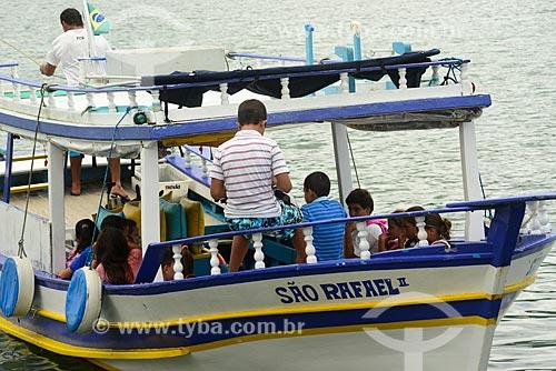 Barco para transporte de crianças para escola da Comunidade Curupira - Saco do Mamanguá  - Paraty - Rio de Janeiro (RJ) - Brasil