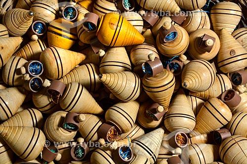 Piões à venda no Centro Luiz Gonzaga de Tradições Nordestinas  - Rio de Janeiro - Rio de Janeiro (RJ) - Brasil