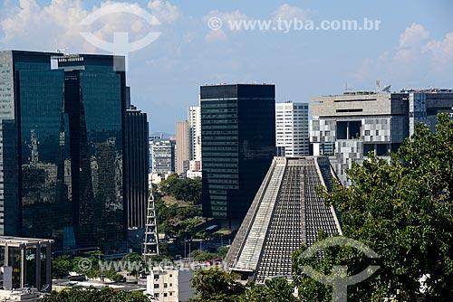 Vista da Catedral de São Sebastião do Rio de Janeiro com o Edifício Ventura - à esquerda - Edifício sede do Banco Nacional de Desenvolvimento Econômico e Social (BNDES) - no centro - e o Edifício Sede da Petrobras - à direita  - Rio de Janeiro - Rio de Janeiro (RJ) - Brasil