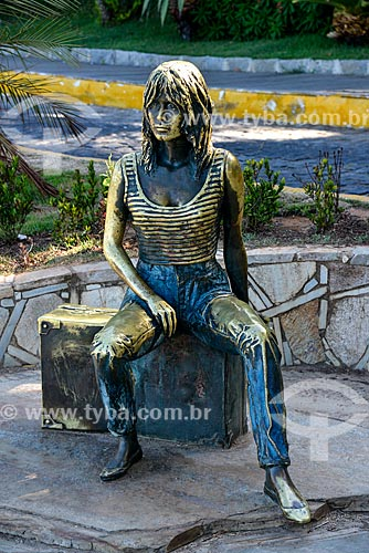 Estátua Brigitte Bardot na orla da Praia da Armação  - Armação dos Búzios - Rio de Janeiro (RJ) - Brasil