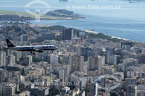 Avião da Azul Linhas Aéreas Brasileiras se preparando para o pouso no Aeroporto Santos Dumont  - Rio de Janeiro - Rio de Janeiro (RJ) - Brasil
