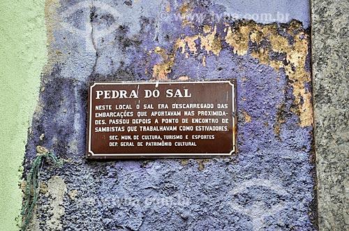 Placa comemorativa na Pedra do Sal - também conhecido como Largo João da Baiana  - Rio de Janeiro - Rio de Janeiro (RJ) - Brasil