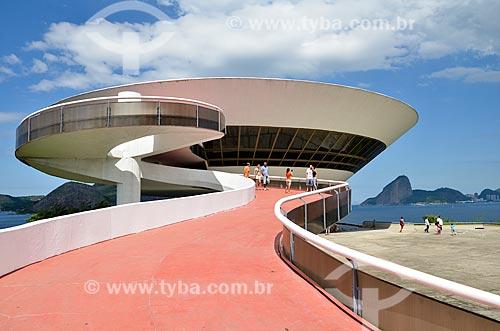 Rampa do Museu de Arte Contemporânea de Niterói (1996) - parte do Caminho Niemeyer  - Niterói - Rio de Janeiro (RJ) - Brasil