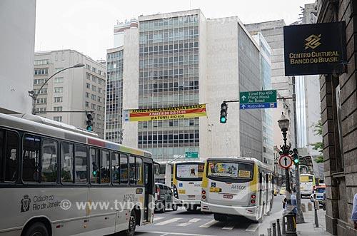 Tráfego na Rua Primeiro de Março próximo ao Centro Cultural Banco do Brasil  - Rio de Janeiro - Rio de Janeiro (RJ) - Brasil