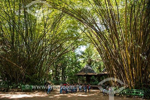 Estudantes visitando o parque do museu Paraense Emílio Goeldi  - Belém - Pará (PA) - Brasil