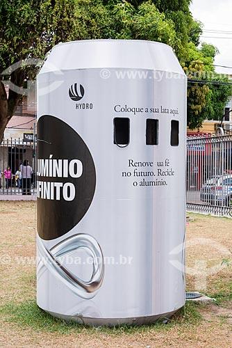 Lixeira em forma de lata de alumínio  - Belém - Pará (PA) - Brasil