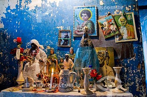 Altar no interior de casa no Morro da Providência  - Rio de Janeiro - Rio de Janeiro (RJ) - Brasil