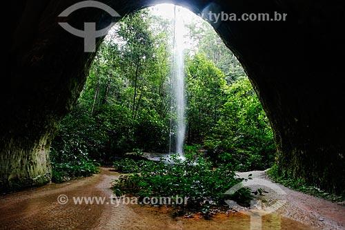 Vista do interior da caverna do Maroaga com a cachoeira ao fundo  - Presidente Figueiredo - Amazonas (AM) - Brasil