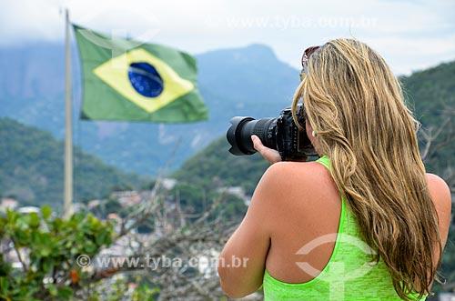 Turista fotografando a partir do mirante do Forte Duque de Caxias - também conhecido como Forte do Leme  - Rio de Janeiro - Rio de Janeiro (RJ) - Brasil