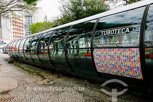 Estação tubular de ônibus articulados - também conhecido como Estação Tubo - na Praça Rui Barbosa  - Curitiba - Paraná (PR) - Brasil