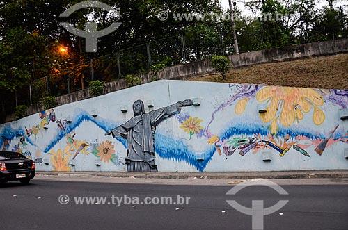 Grafite próximo ao Túnel Engenheiro Raymundo de Paula Soares - também conhecido como Túnel da Covanca  - Rio de Janeiro - Rio de Janeiro (RJ) - Brasil