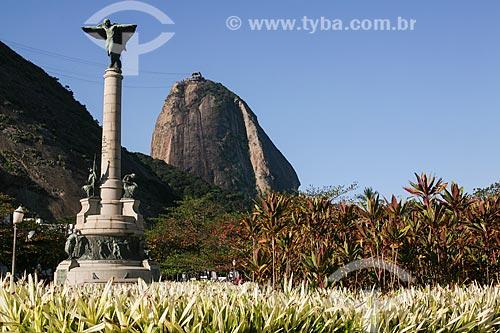 Monumento aos Heróis da Batalha de Laguna e Dourados com Pão de Açúcar ao fundo  - Rio de Janeiro - Rio de Janeiro (RJ) - Brasil