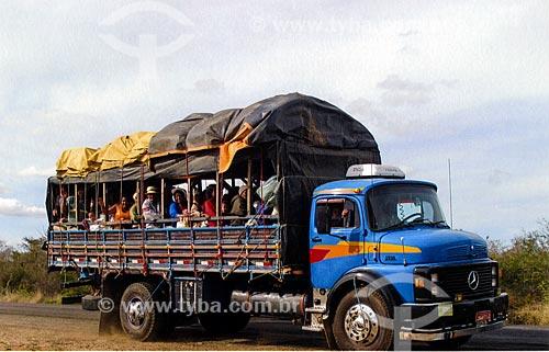 Romeiros chegando para a Romaria do Bom Jesus da Lapa em pau de arara  - Bom Jesus da Lapa - Bahia (BA) - Brasil