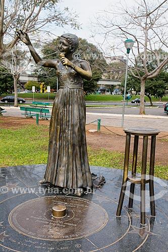 Estátua em homenagem a cantora Elis Regina  - Porto Alegre - Rio Grande do Sul (RS) - Brasil