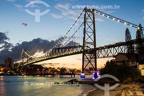 Vista da Ponte Hercílio Luz (1926) durante o entardecer  - Florianópolis - Santa Catarina (SC) - Brasil