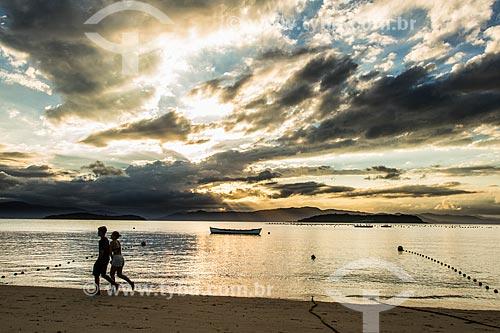 Pôr do sol na Praia da Ponta do Sambaqui  - Florianópolis - Santa Catarina (SC) - Brasil