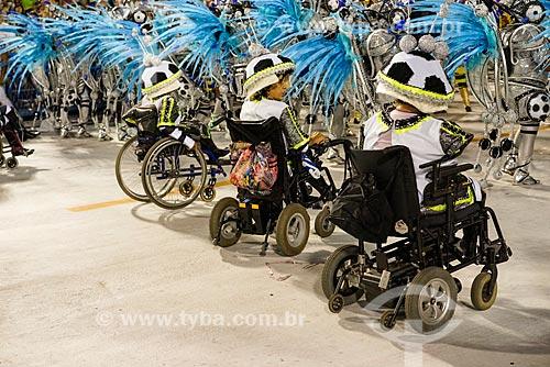 Pessoas com deficiência motora durante o desfile do Grêmio Recreativo Escola de Samba Portela  - Rio de Janeiro - Rio de Janeiro (RJ) - Brasil