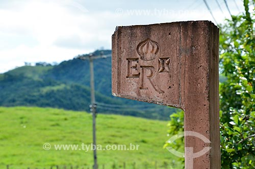 Detalhe do marco sinalizador da antiga Estrada Real Brasileira  - Paraíba do Sul - Rio de Janeiro (RJ) - Brasil