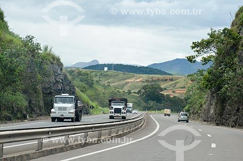 Tráfego no trecho da Rodovia BR-393  - Três Rios - Rio de Janeiro (RJ) - Brasil