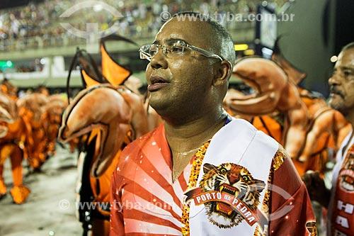 Cantor Dudu Nobre durante o desfile do Grêmio Recreativo Escola de Samba Unidos do Porto da Pedra  - Rio de Janeiro - Rio de Janeiro (RJ) - Brasil