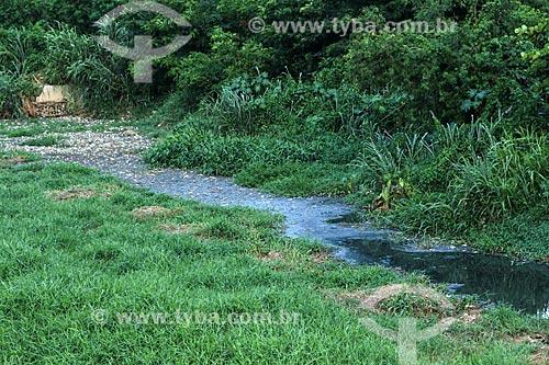 Riacho poluído com esgoto  - Rio de Janeiro - Rio de Janeiro (RJ) - Brasil