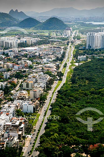 Foto aérea da Avenida Alfredo Balthazar da Silveira com a Área de Proteção Ambiental de Marapendi à direita  - Rio de Janeiro - Rio de Janeiro (RJ) - Brasil