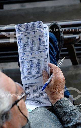 Apostador no Hipódromo da Gávea  - Rio de Janeiro - Rio de Janeiro (RJ) - Brasil