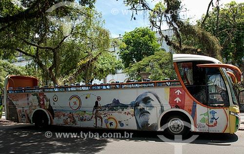 Ônibus de turismo estacionado na Avenida Pasteur  - Rio de Janeiro - Rio de Janeiro (RJ) - Brasil