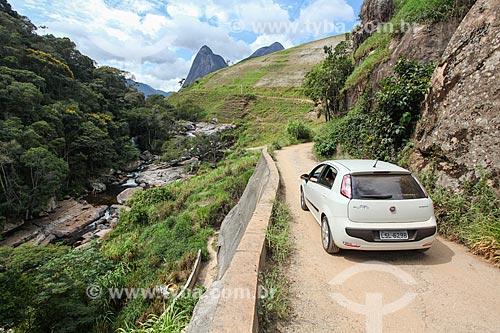 Carro no acesso à Cachoeira dos Frades  - Teresópolis - Rio de Janeiro (RJ) - Brasil