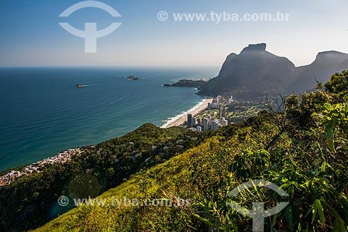 Vista de casas na favela da Rocinha e São Conrado a partir do Morro Dois Irmãos  - Rio de Janeiro - Rio de Janeiro (RJ) - Brasil