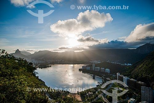 Vista da Lagoa Rodrigo de Freitas com o Morro Dois Irmãos (à esquerda) a partir do Morro do Cantagalo  - Rio de Janeiro - Rio de Janeiro (RJ) - Brasil