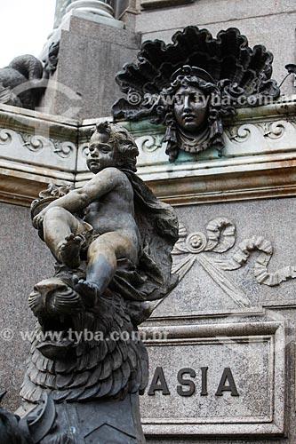 Detalhe de escultura do Monumento à Abertura dos Portos às Nações Amigas (1900) na Praça São Sebastião  - Manaus - Amazonas (AM) - Brasil