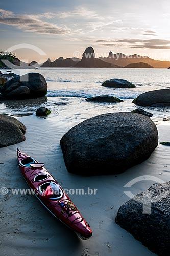 Caiaque na Praia do Forte Barão do Rio Branco - também conhecida como Praia de Fora - com o Pão de Açúcar ao fundo  - Niterói - Rio de Janeiro (RJ) - Brasil