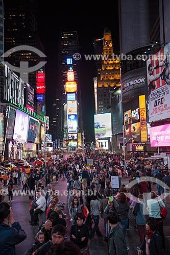 Turistas próximos à Times Square  - Cidade de Nova Iorque - Nova Iorque - Estados Unidos