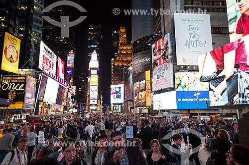 Turistas próximos aos teatros da Broadway  - Cidade de Nova Iorque - Nova Iorque - Estados Unidos