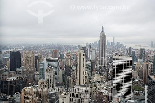 Vista do terraço de edifício no Rockefeller Center Empire State Building ao fundo  - Cidade de Nova Iorque - Nova Iorque - Estados Unidos