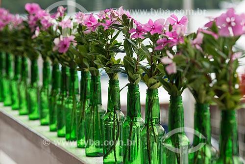 Vasos decorativos feitos com garrafas  - Angra dos Reis - Rio de Janeiro (RJ) - Brasil