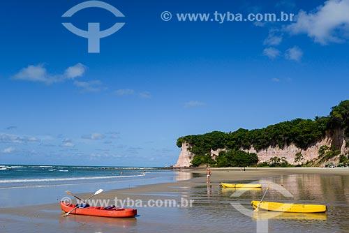 Canoas na orla da Baía dos Golfinhos  - Tibau do Sul - Rio Grande do Norte (RN) - Brasil