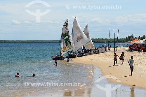 Jangadas na orla de Barra do Cunhaú  - Tibau do Sul - Rio Grande do Norte (RN) - Brasil