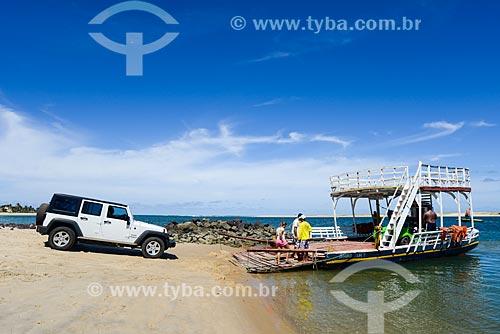 Travessia de balsa entre Barra do Cunhaú e Baía Formosa  - Tibau do Sul - Rio Grande do Norte (RN) - Brasil