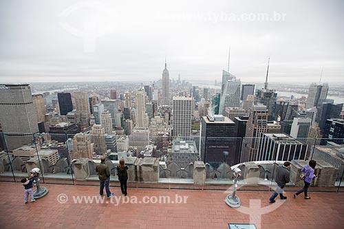 Turistas no terraço do top of the rock - mirante do Rockefeller Center  - Cidade de Nova Iorque - Nova Iorque - Estados Unidos