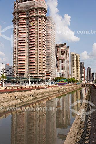 Vista do Canal das docas com os prédios do bairro reduto ao fundo  - Belém - Pará (PA) - Brasil