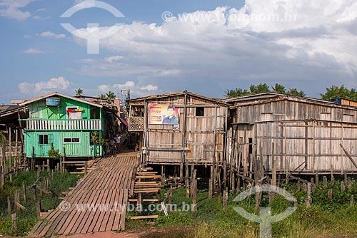 Palafita da Vila Luzia após a reurbanização da orla do Rio Guamá  - Belém - Pará (PA) - Brasil